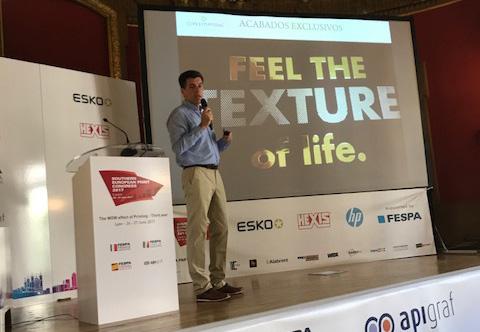 Alejandro Garcia durante su charla sobre packaging en el Congreso Fespa Europa del Sur.